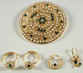 Head Billai Set - Pearl/Green Stones